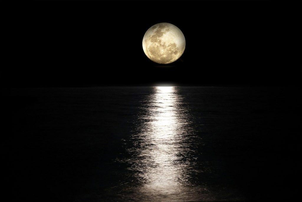 La luna y su influencia en las mareas